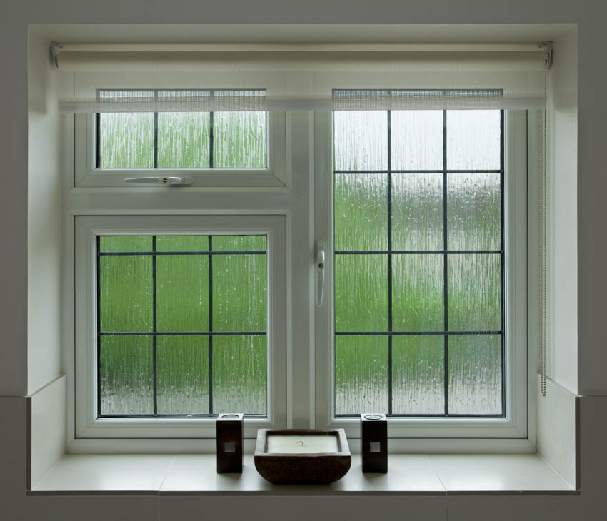 Reeded obscure glass window for bathrooms
