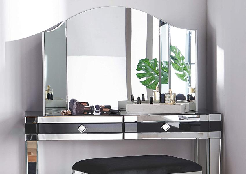 Vanity trifold makeup mirror