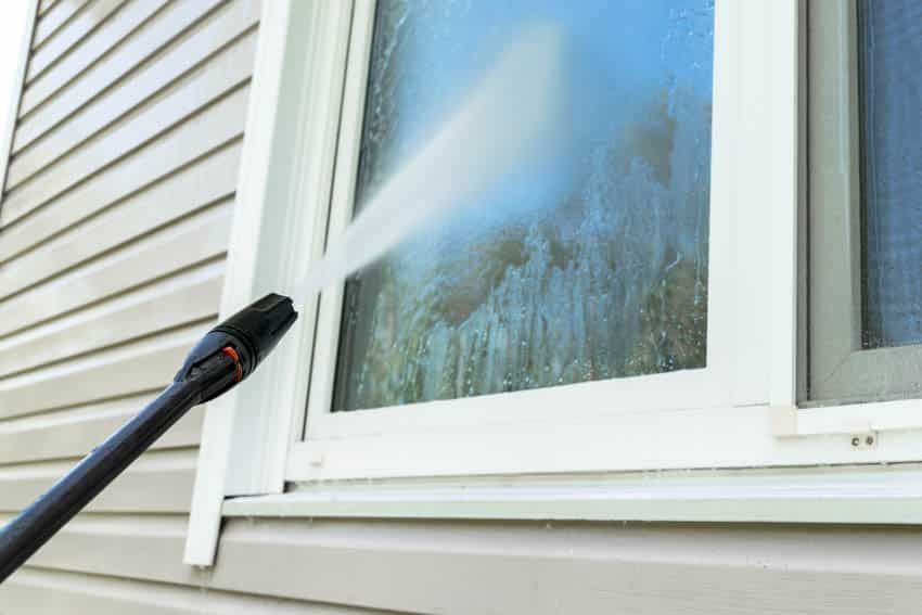 Window glass power washing