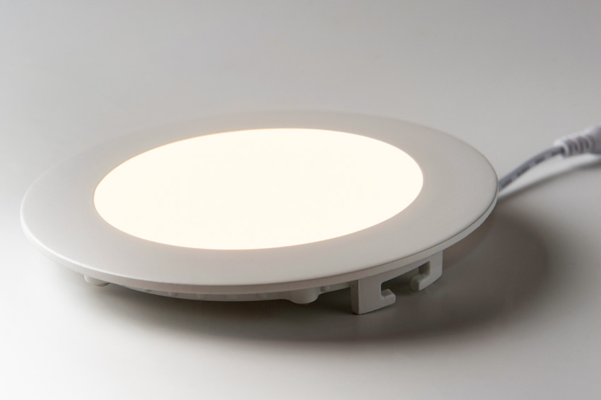 Canless recessed lighting with wires