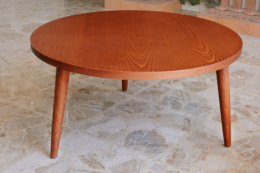 Round coffee table made of wood