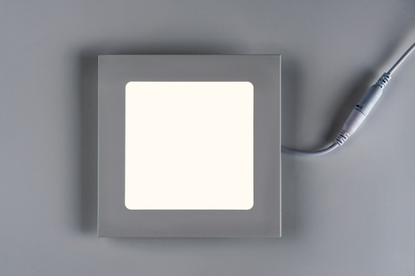 Square shaped canless recessed light